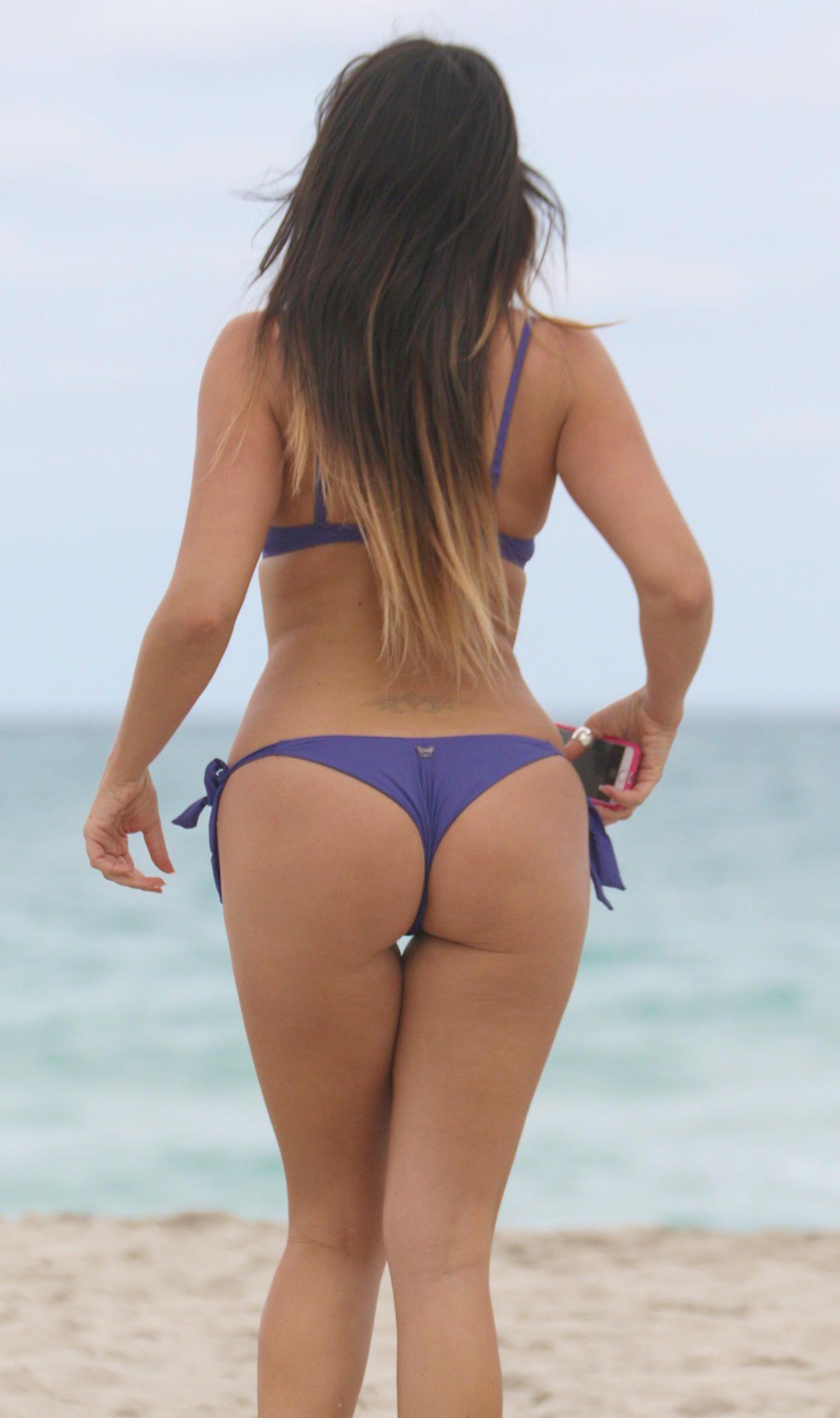 Claudia-Romani-in-a-Bikini-5