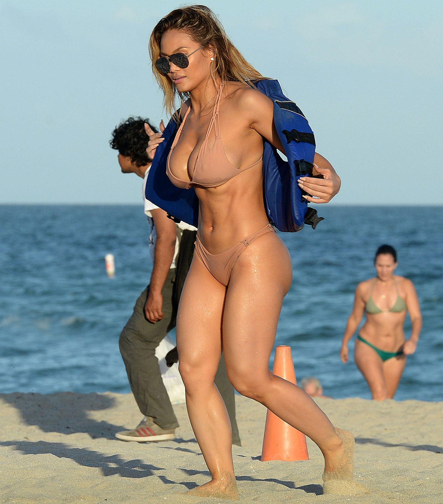 Daphne-Joy-Bikini-8