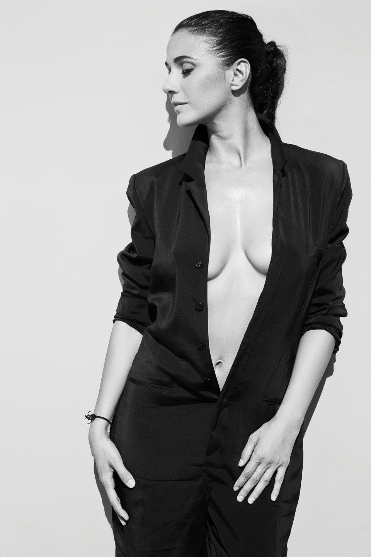 Emmanuelle-Chriqui-Braless-1