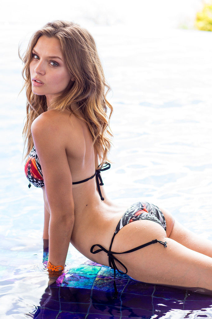 Josephine-Skriver-Sexy-3-1
