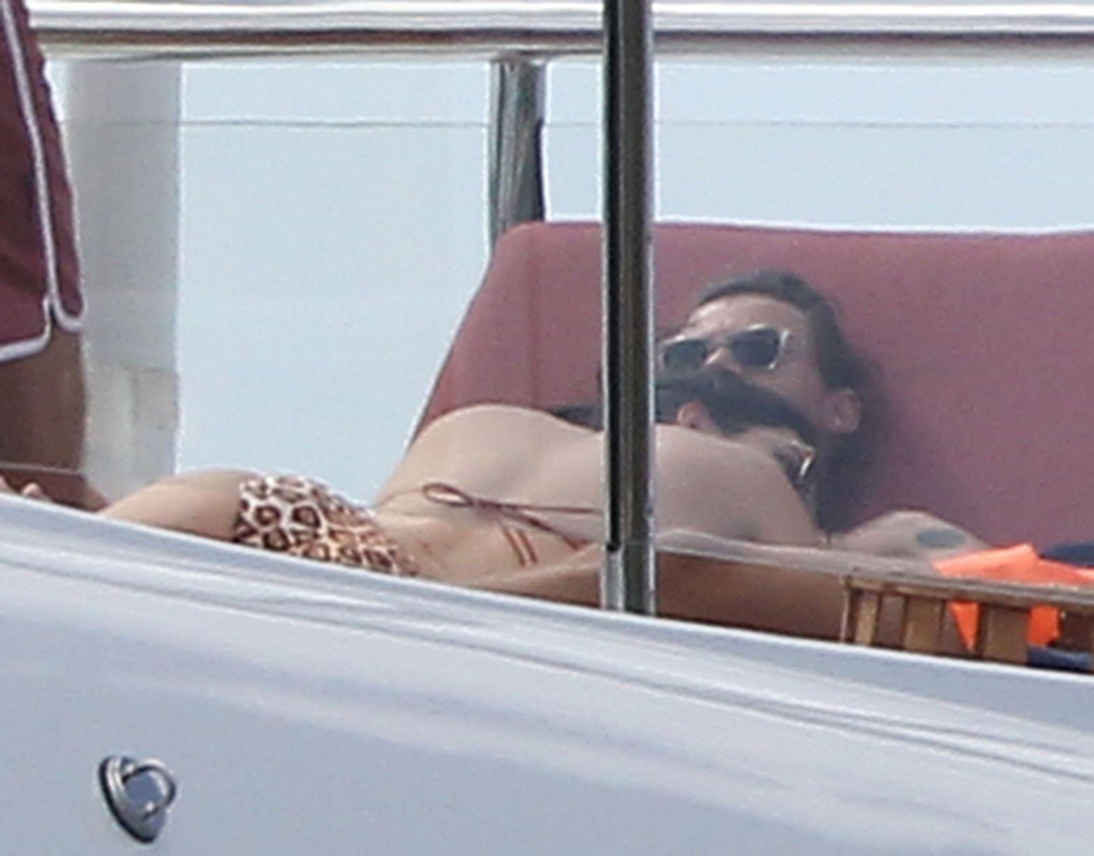 Kendall-Jenner-in-a-Bikini-25