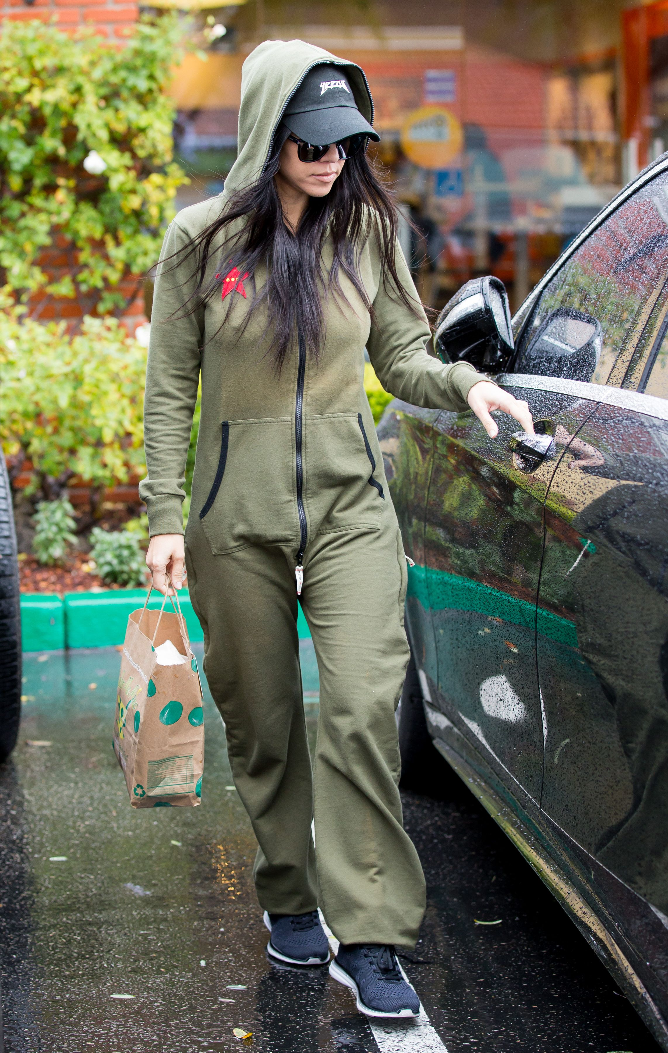 Kourtney-Kardashian-Pokies-5