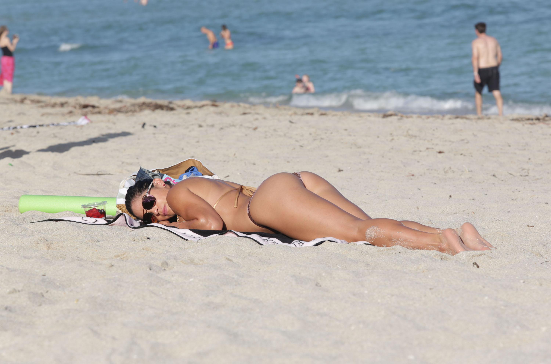 Michelle-Lewin-in-a-Bikini-9