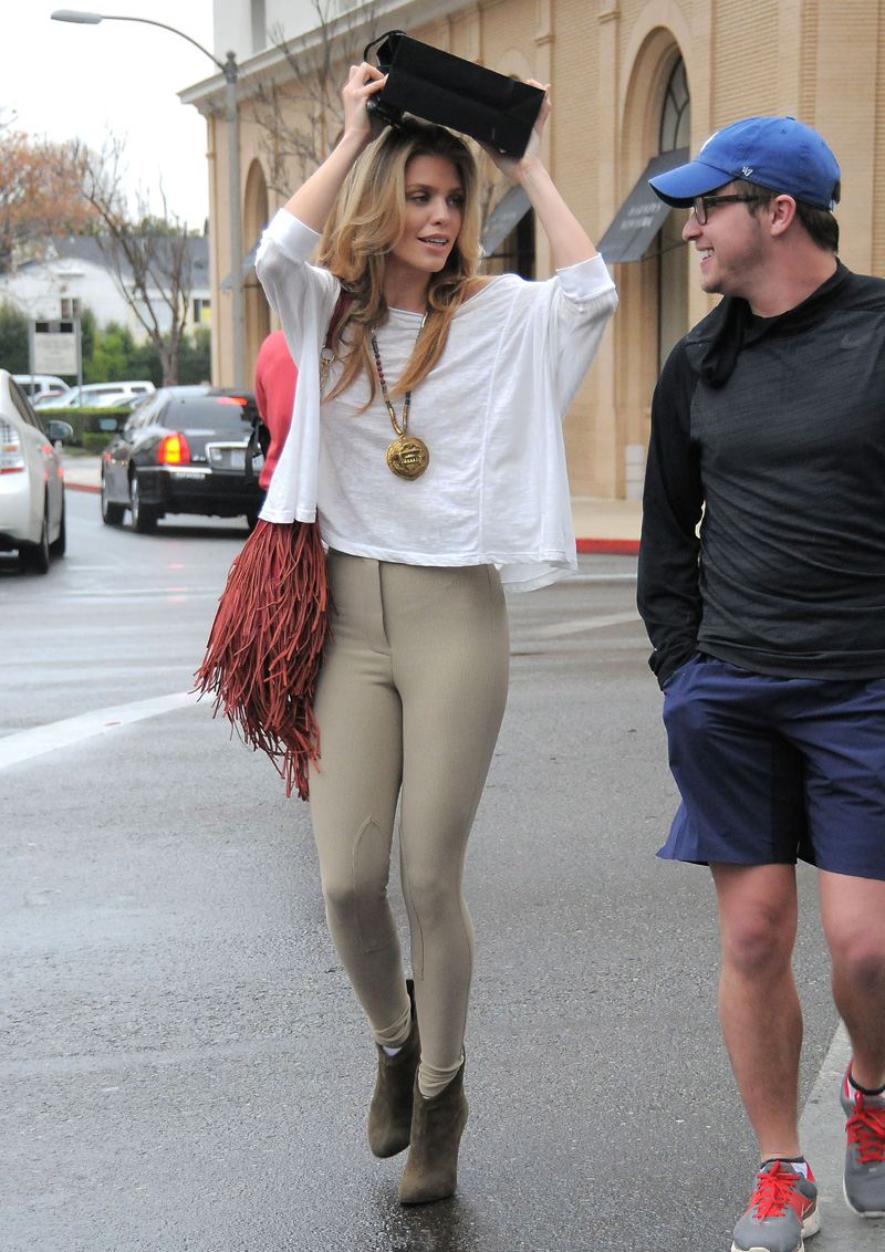 AnnaLynne-McCord-Braless-3