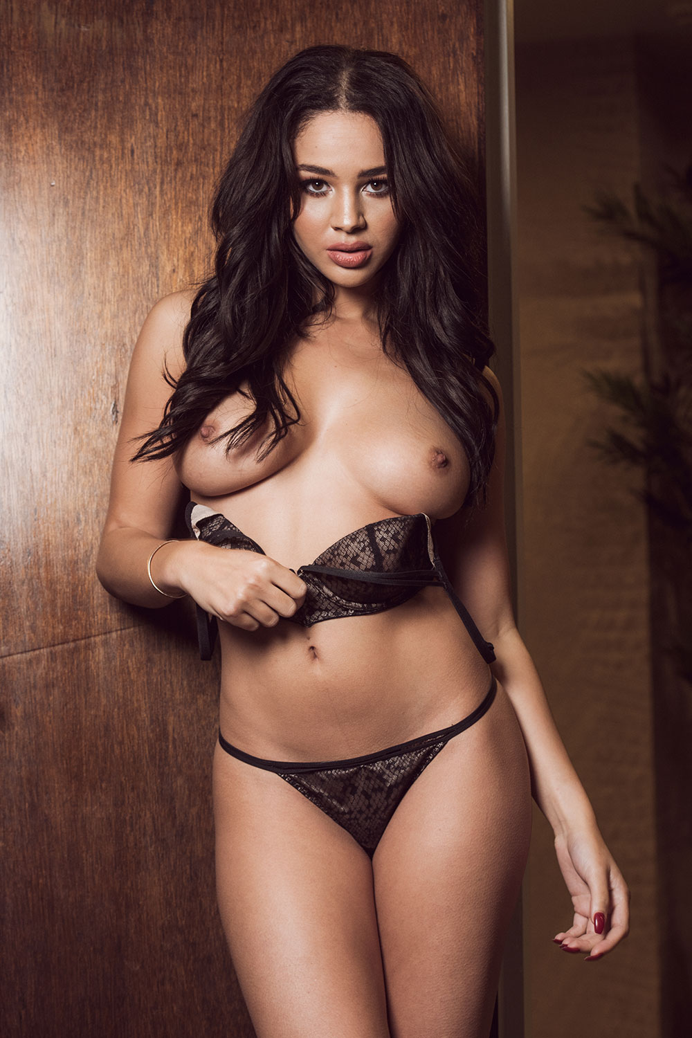 Courtnie-Quinlan-Sexy-Topless-2-1