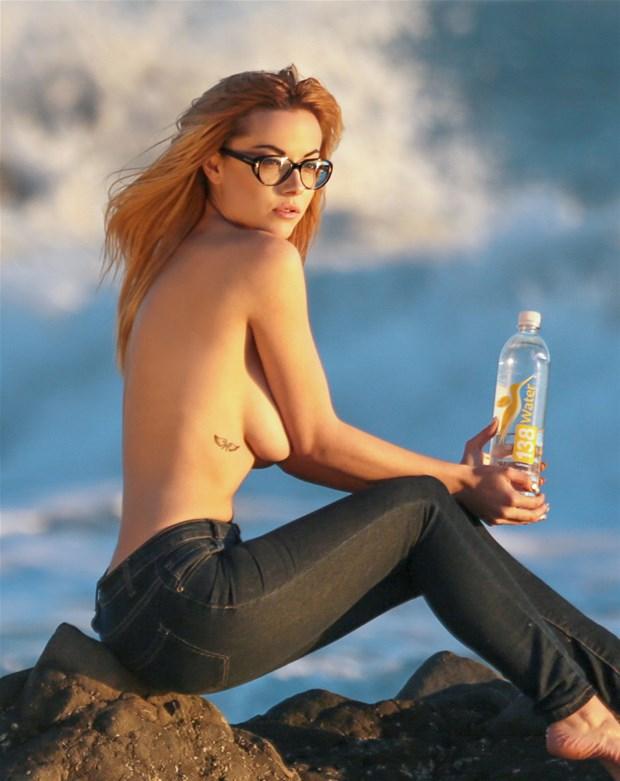 Elizabeth-Marxs-Topless-12