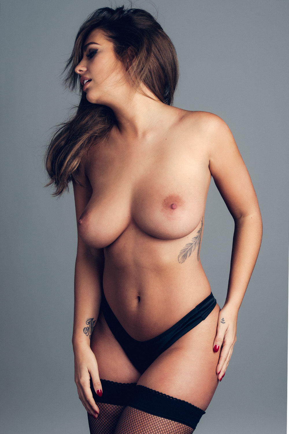 Holly-Peers-Topless-3 (2)