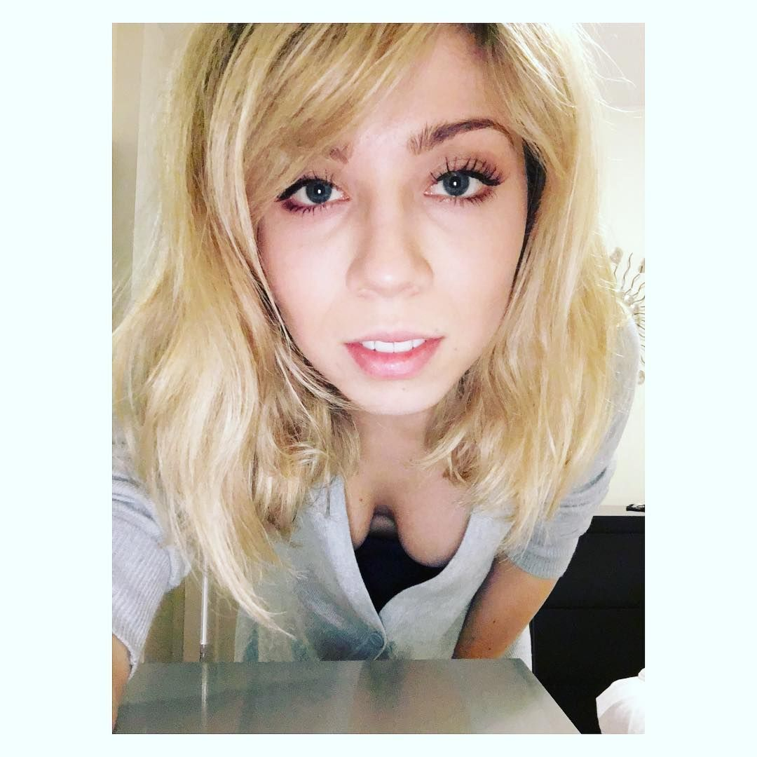 Jennette-McCurdy-Cleavage