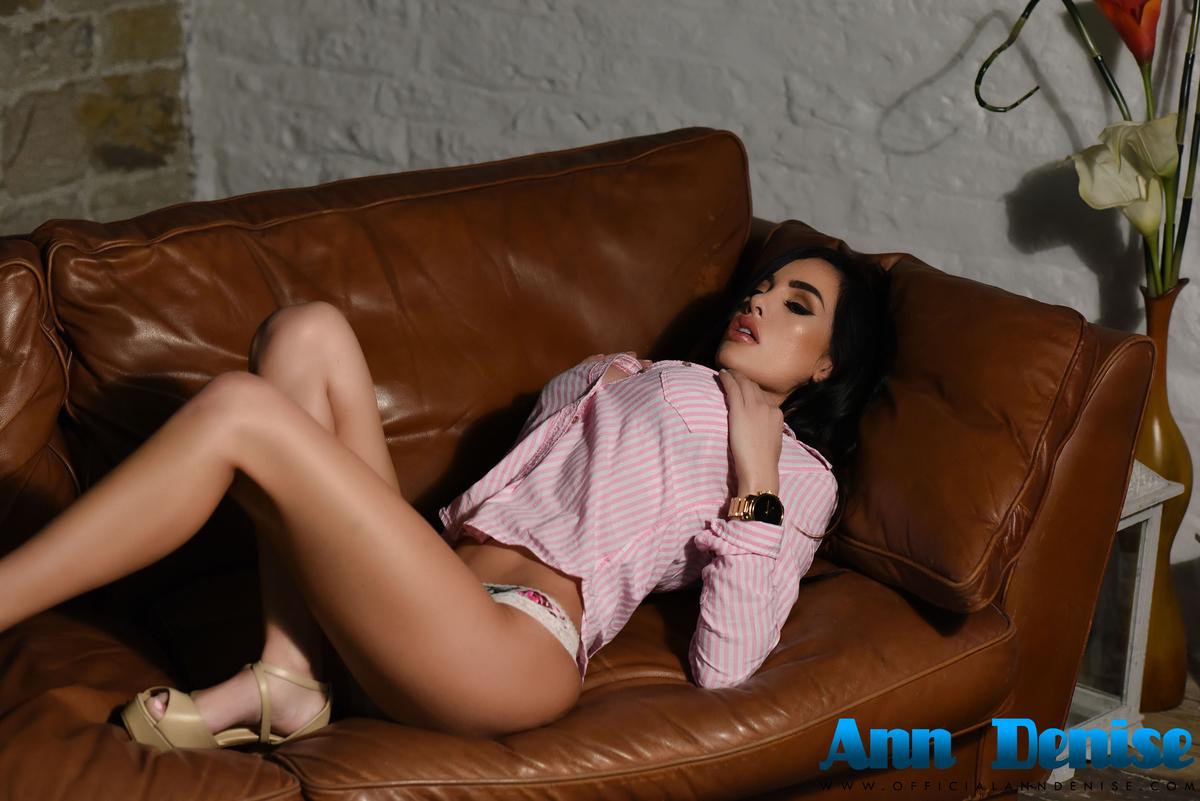 Ann Denise topless (4)