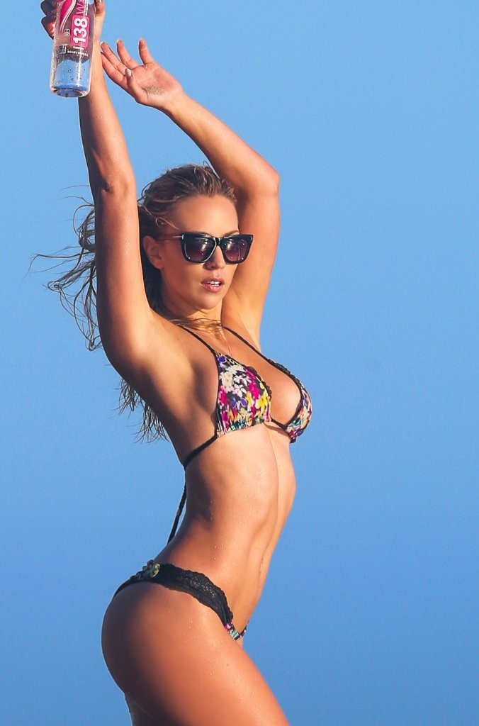 Ava-Lange-in-a-Bikini1