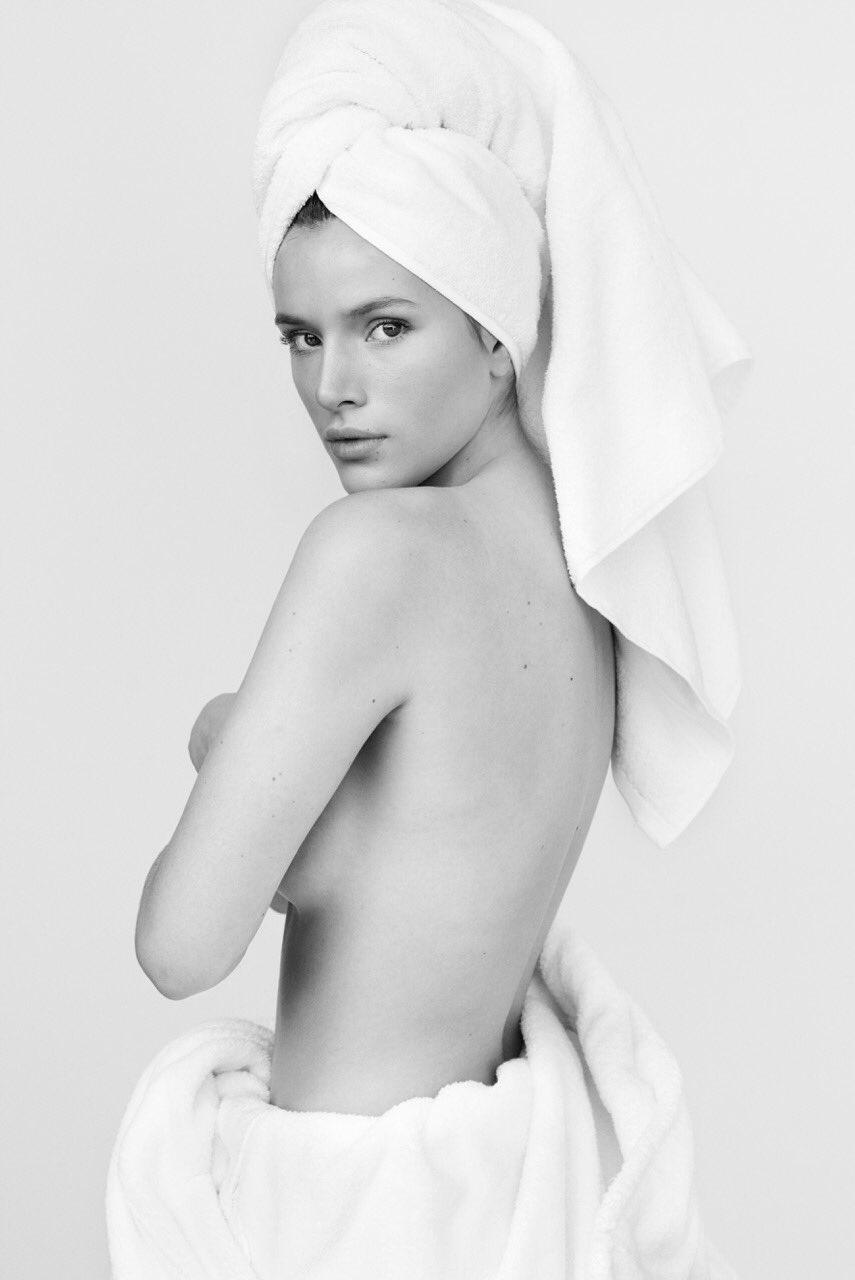 Bella-Thorne-Topless-1