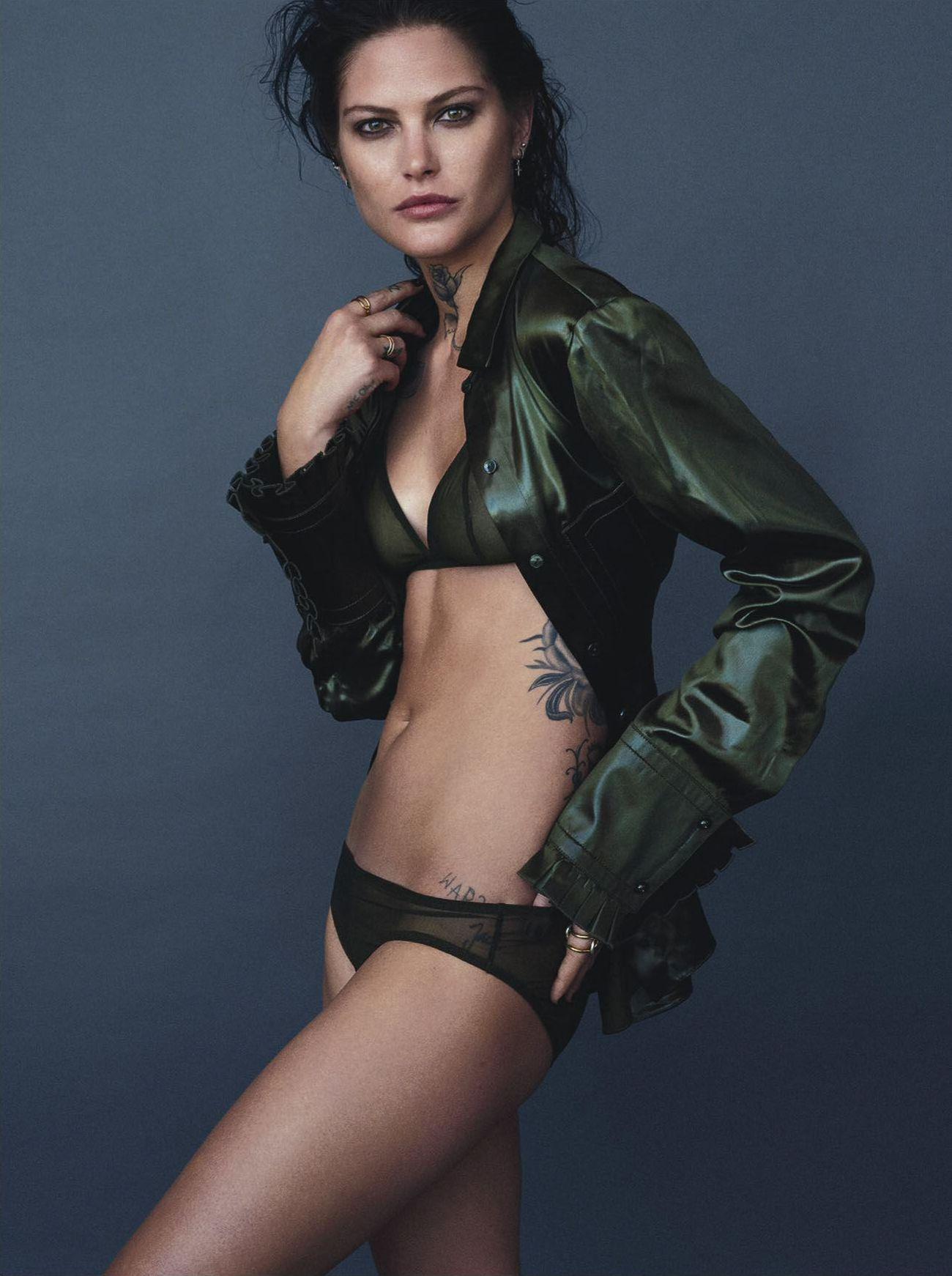 Catherine-McNeil-Sexy-4