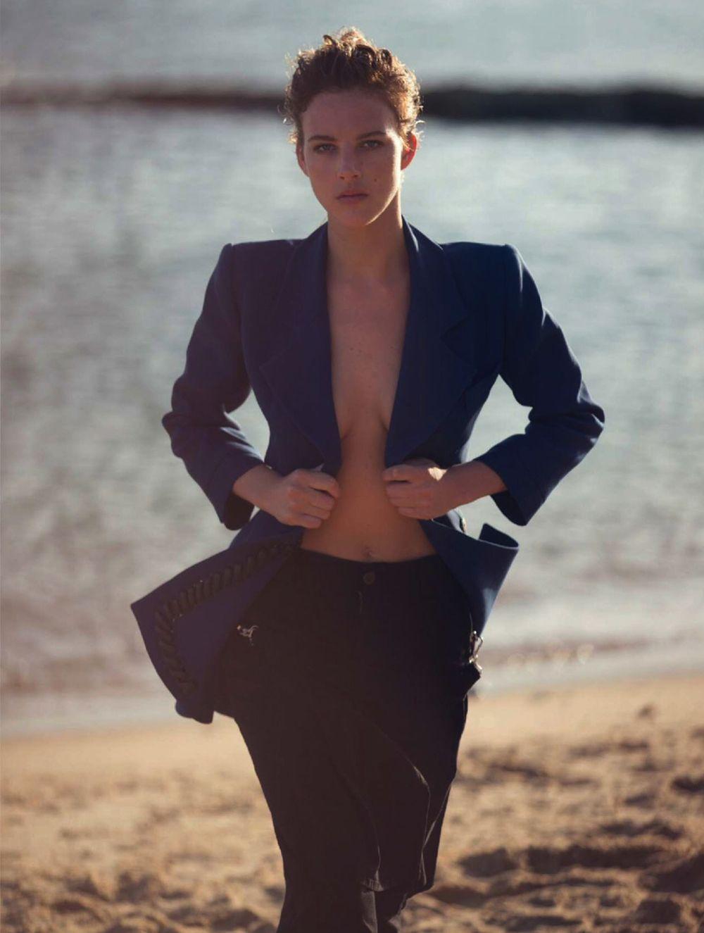 Eliza-Cummings-Sexy-Topless-11