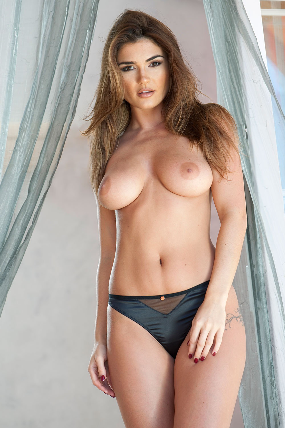 India-Reynolds-Sexy-Topless-1 (2)