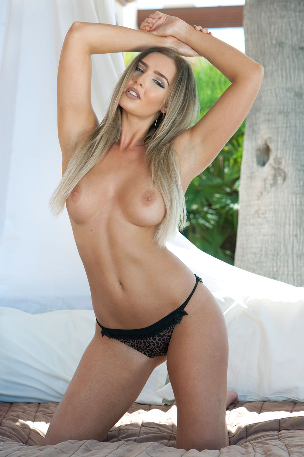 Lissy-Cunningham-Sexy-Topless-3