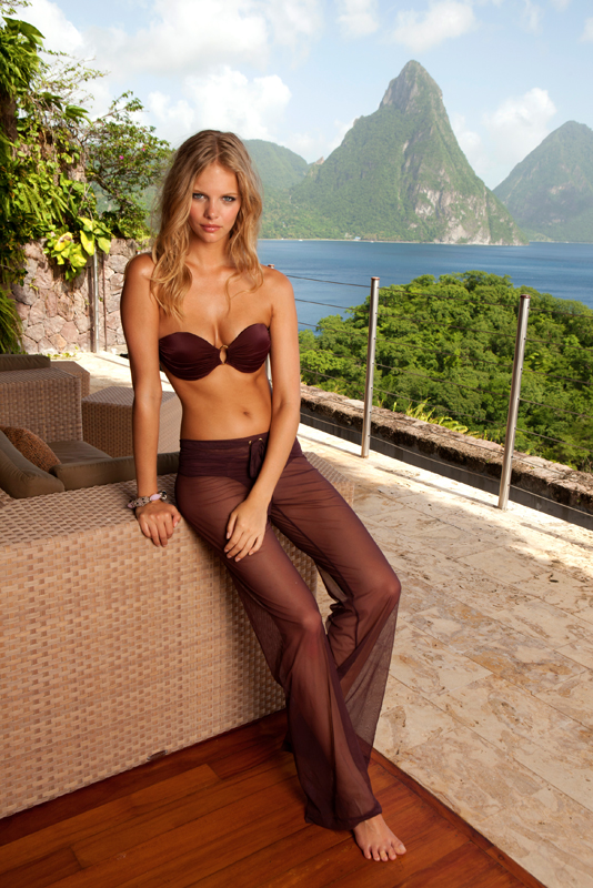 Marloes Horst – Sauvage Swimwear topless (3)