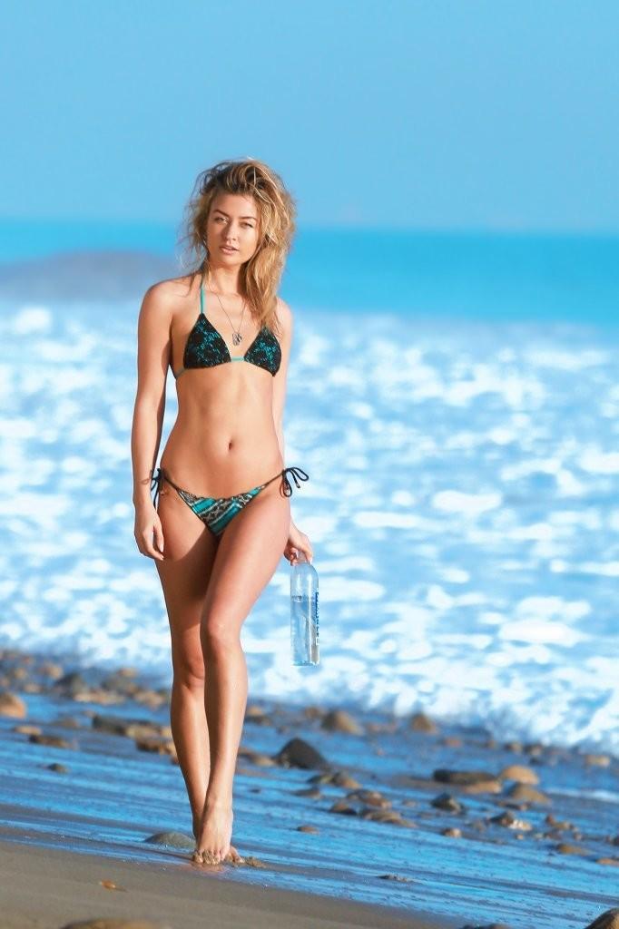 Miss-Illya-in-a-Bikini-20