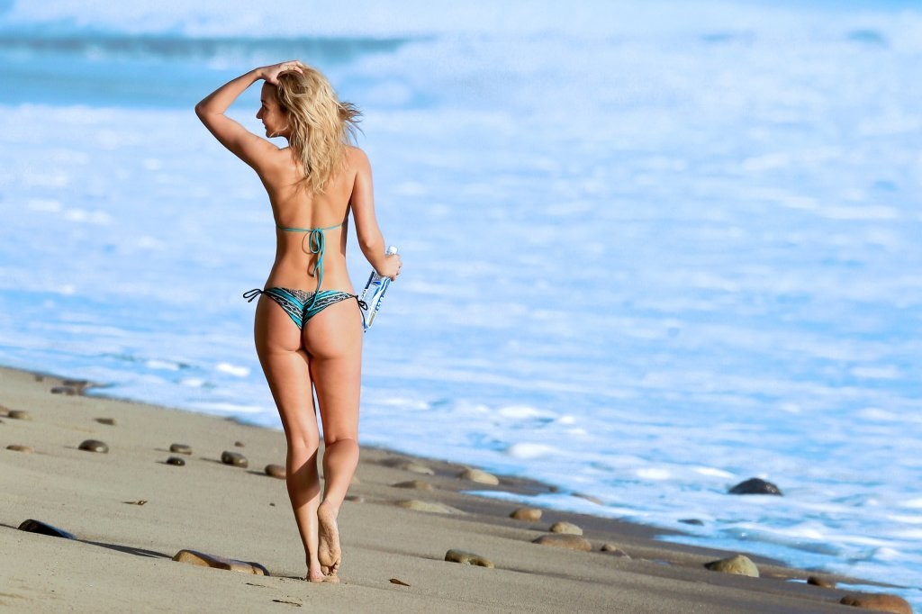 Miss-Illya-in-a-Bikini-3