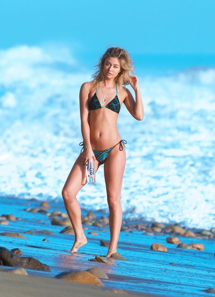 Miss-Illya-in-a-Bikini-4