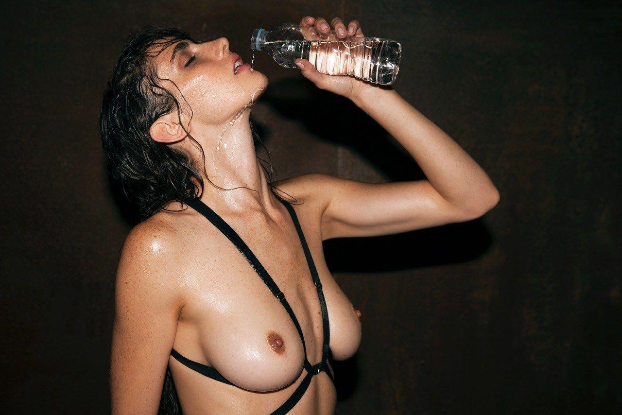 Xamira-Zuloaga-Topless-Sexy-5