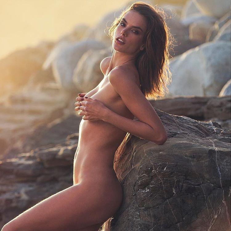 Alessandra-Ambrosio-Nude