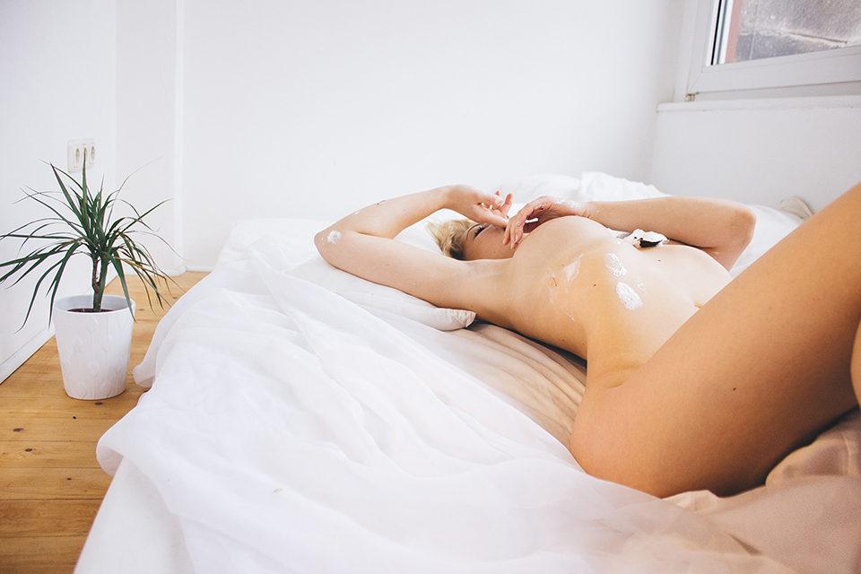 Alicia-Schneider-Nude-Sexy-4