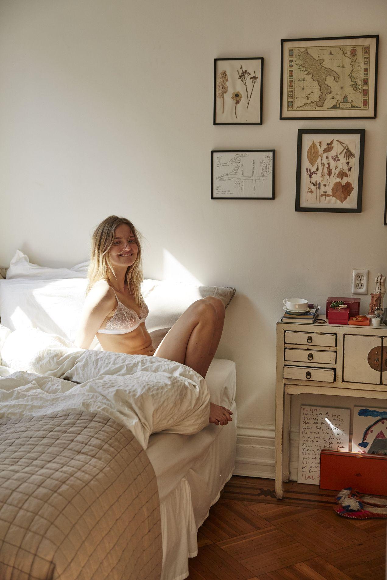 Amanda-Norgaard-Sexy-1