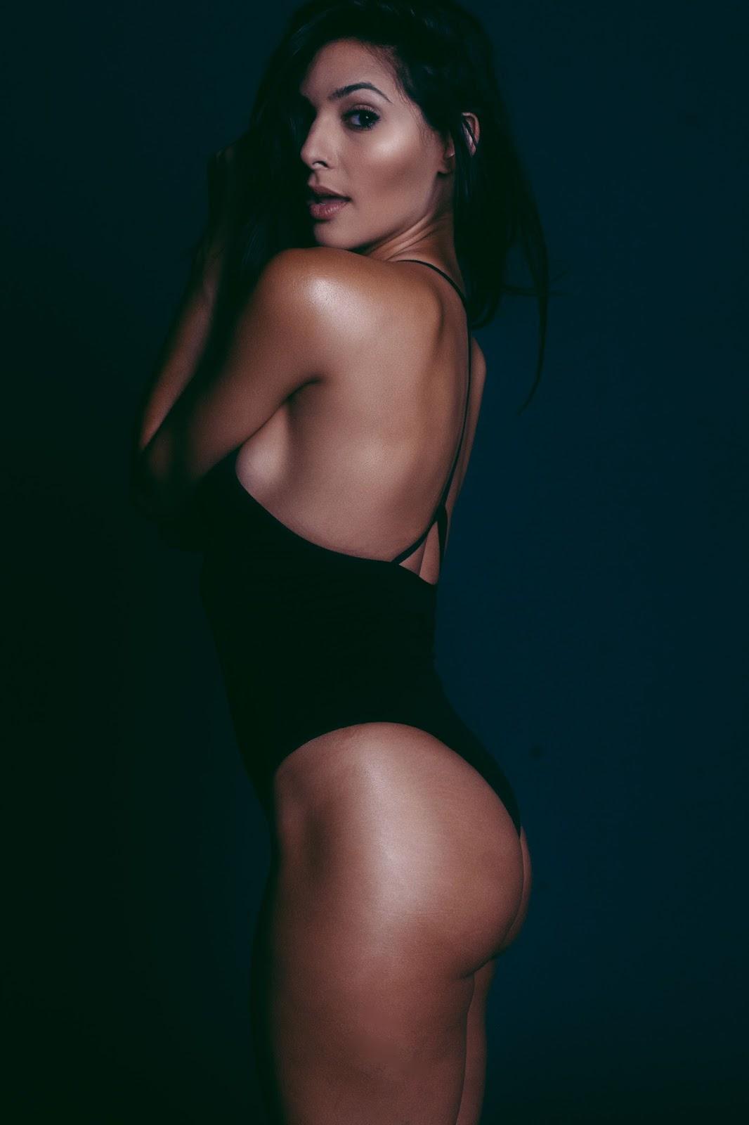 Camila Banus sexy (1)