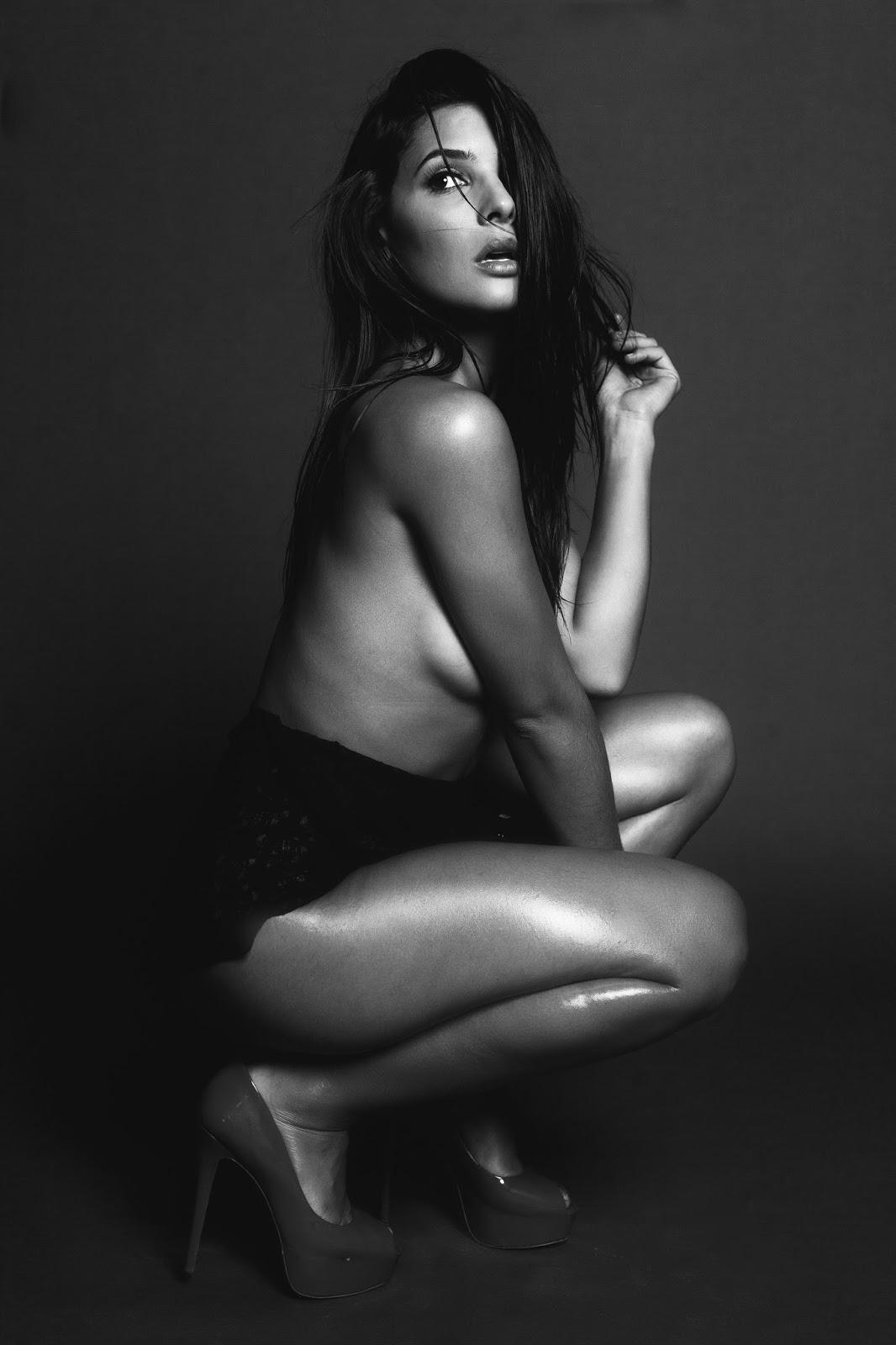 Camila Banus sexy (5)