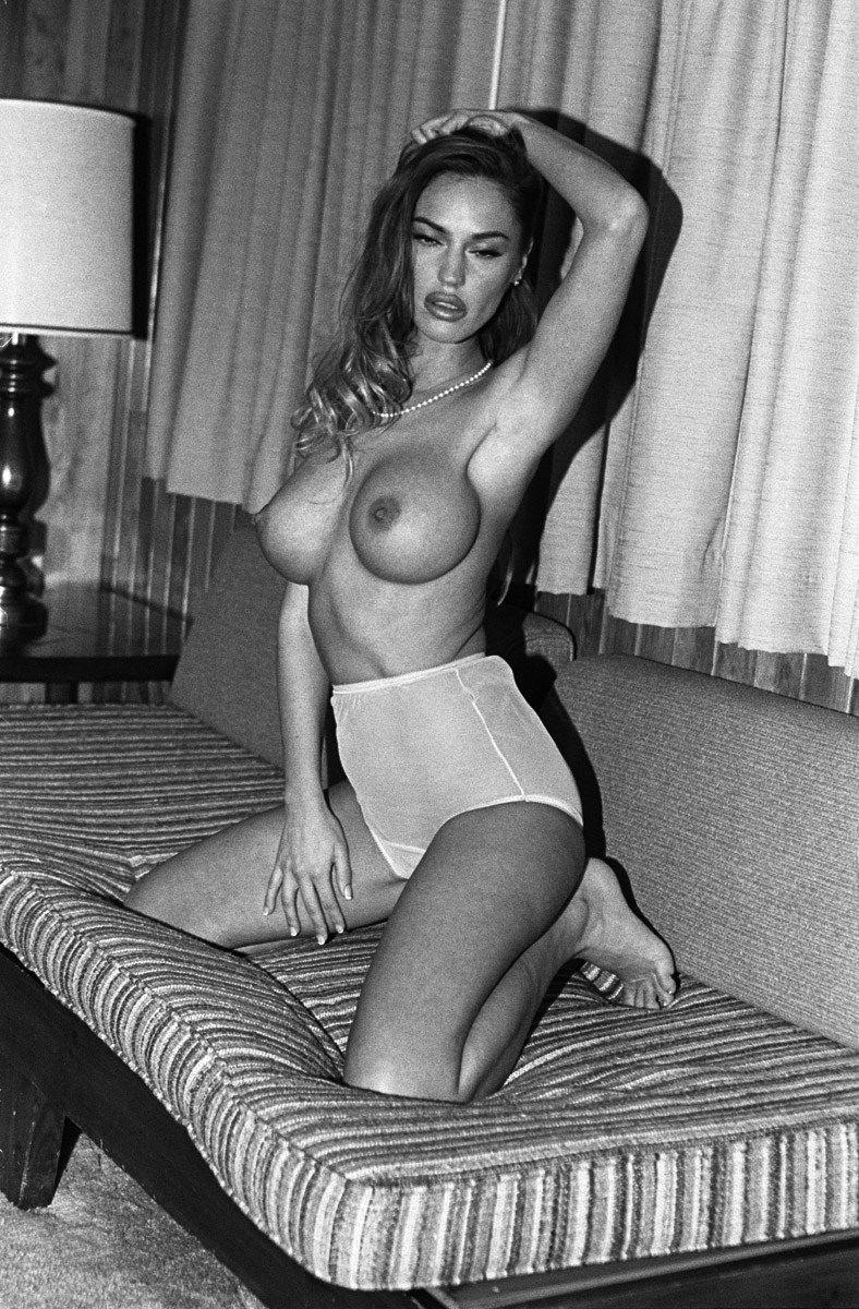 Charlie-Riina-Nude-Sexy-20