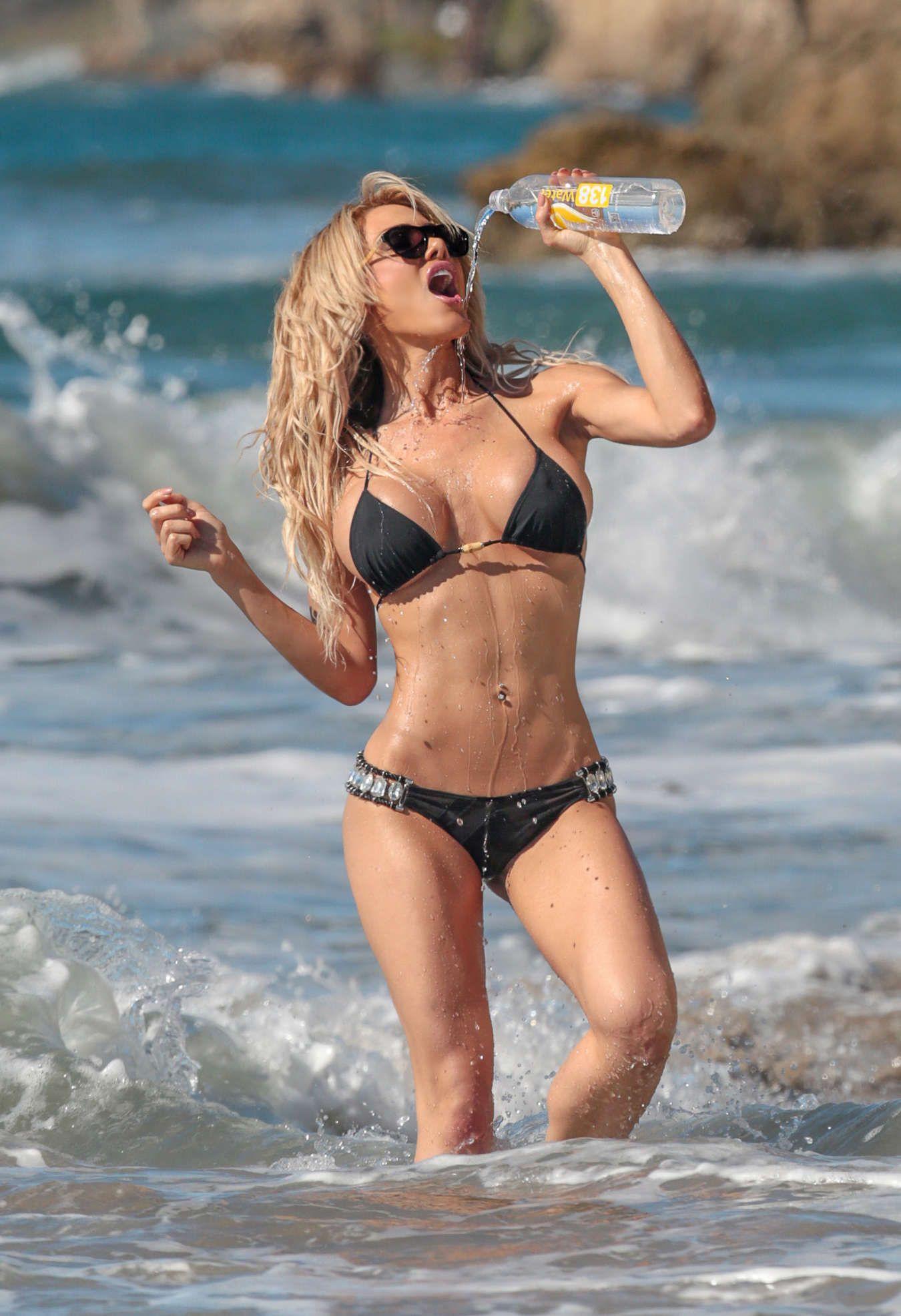 Dalia-Elliott-in-a-Bikini-7