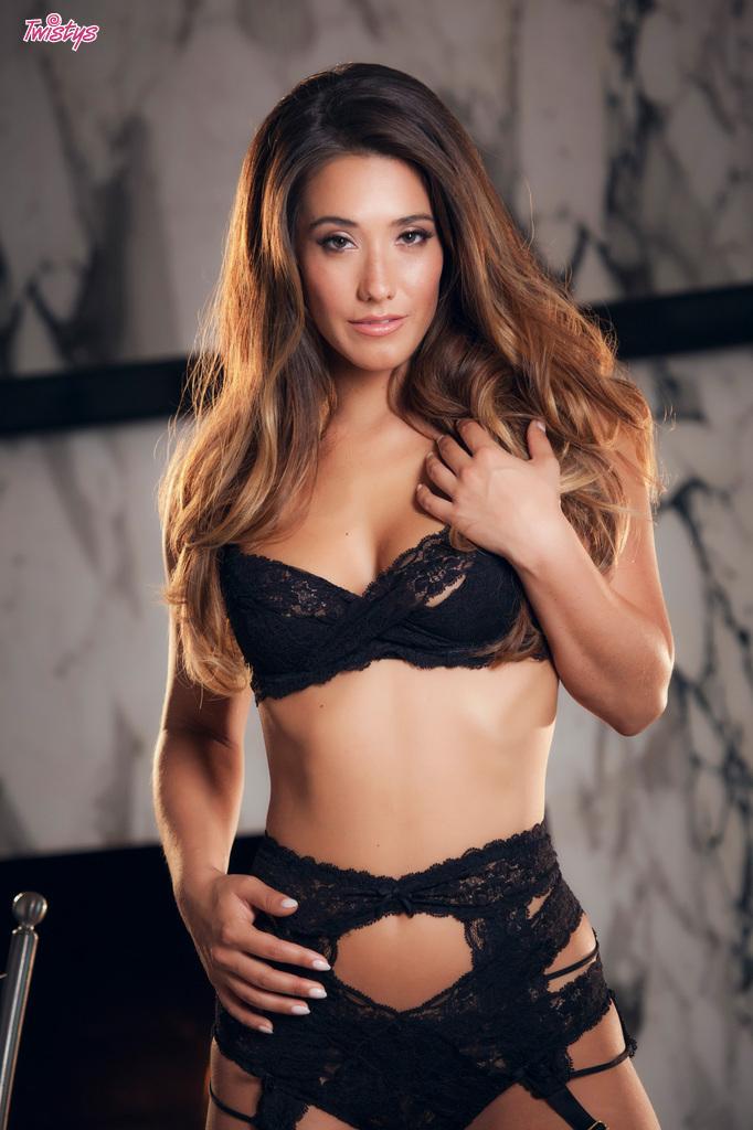 Eva Lovia topless pics  (1)