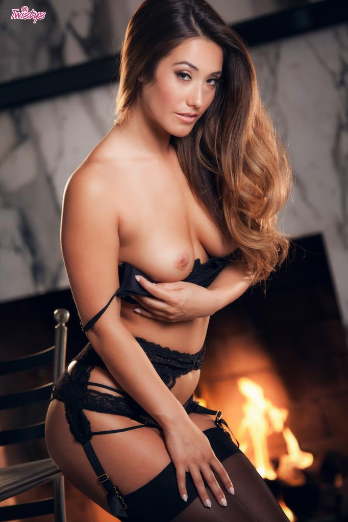 Eva Lovia topless pics  (4)