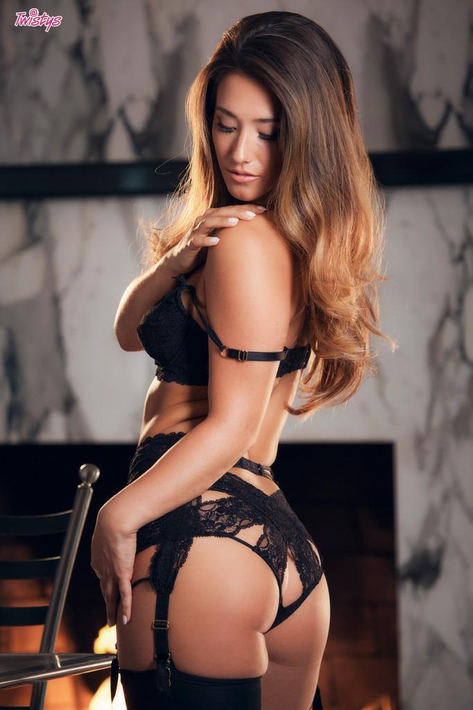 Eva Lovia topless pics  (6)