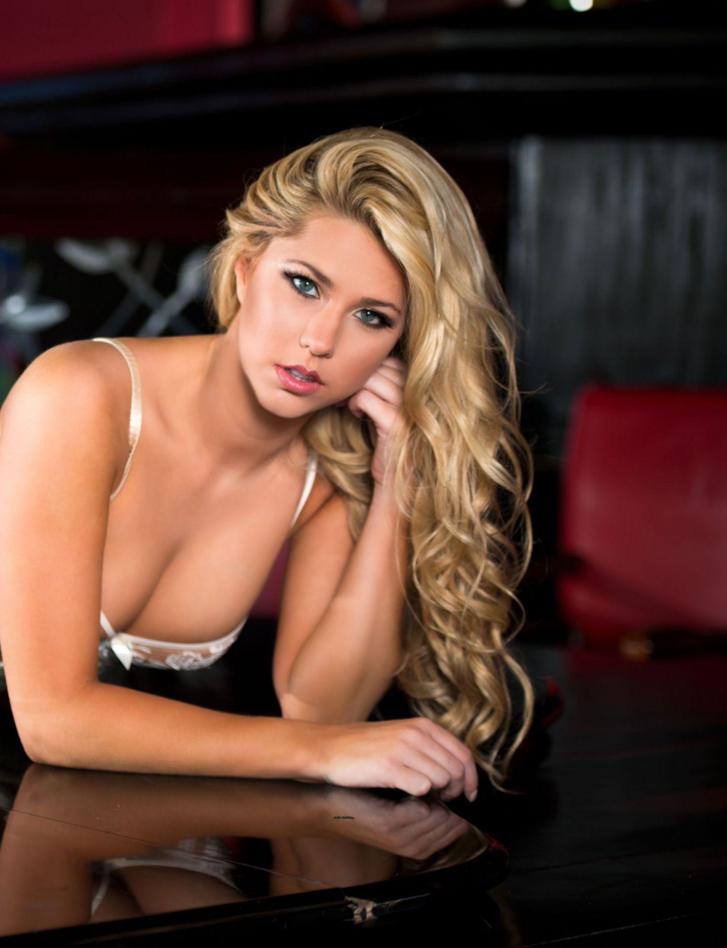 Hollie Hoosline lingerie (2)
