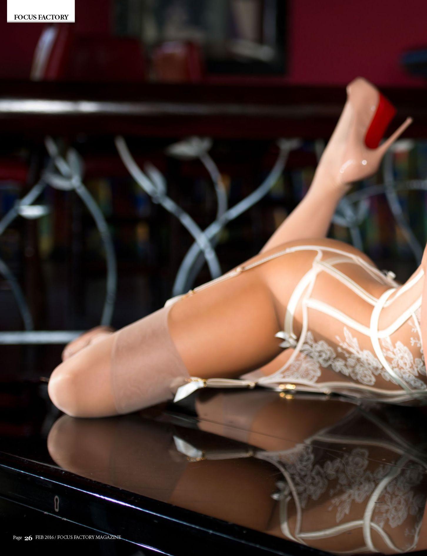 Hollie Hoosline lingerie (3)