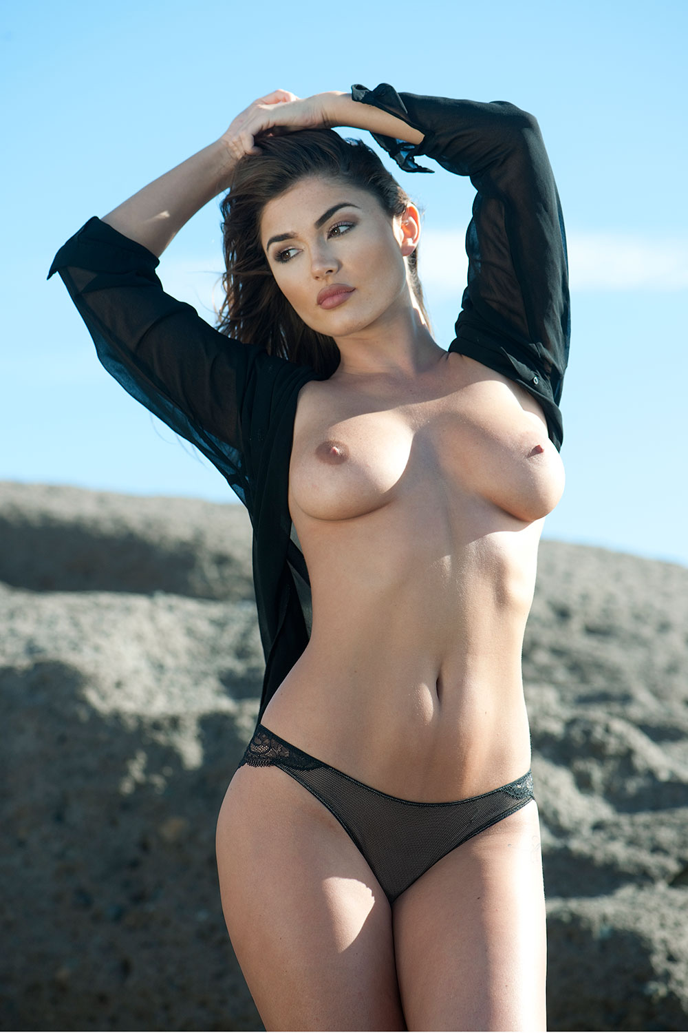 India-Reynolds-Sexy-Topless-1 (3)