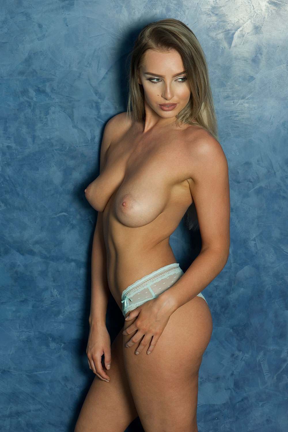 Lissy-Cunningham-Sexy-Topless-Photos-3