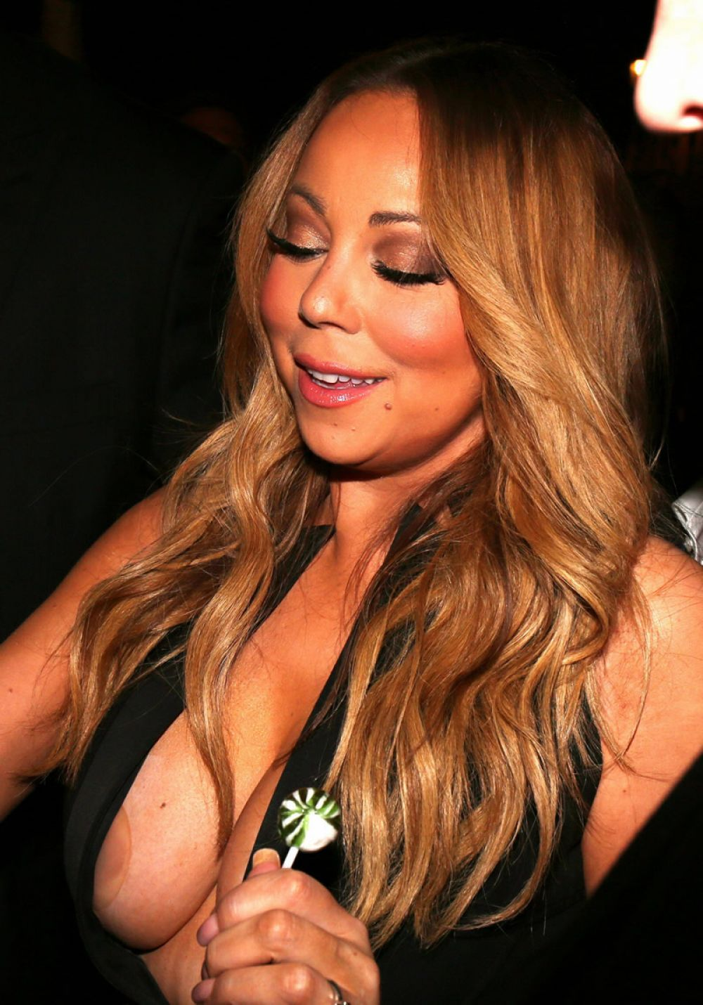 mariah-carey-at-vip-room-at-accor-hotels-arena-in-paris-04