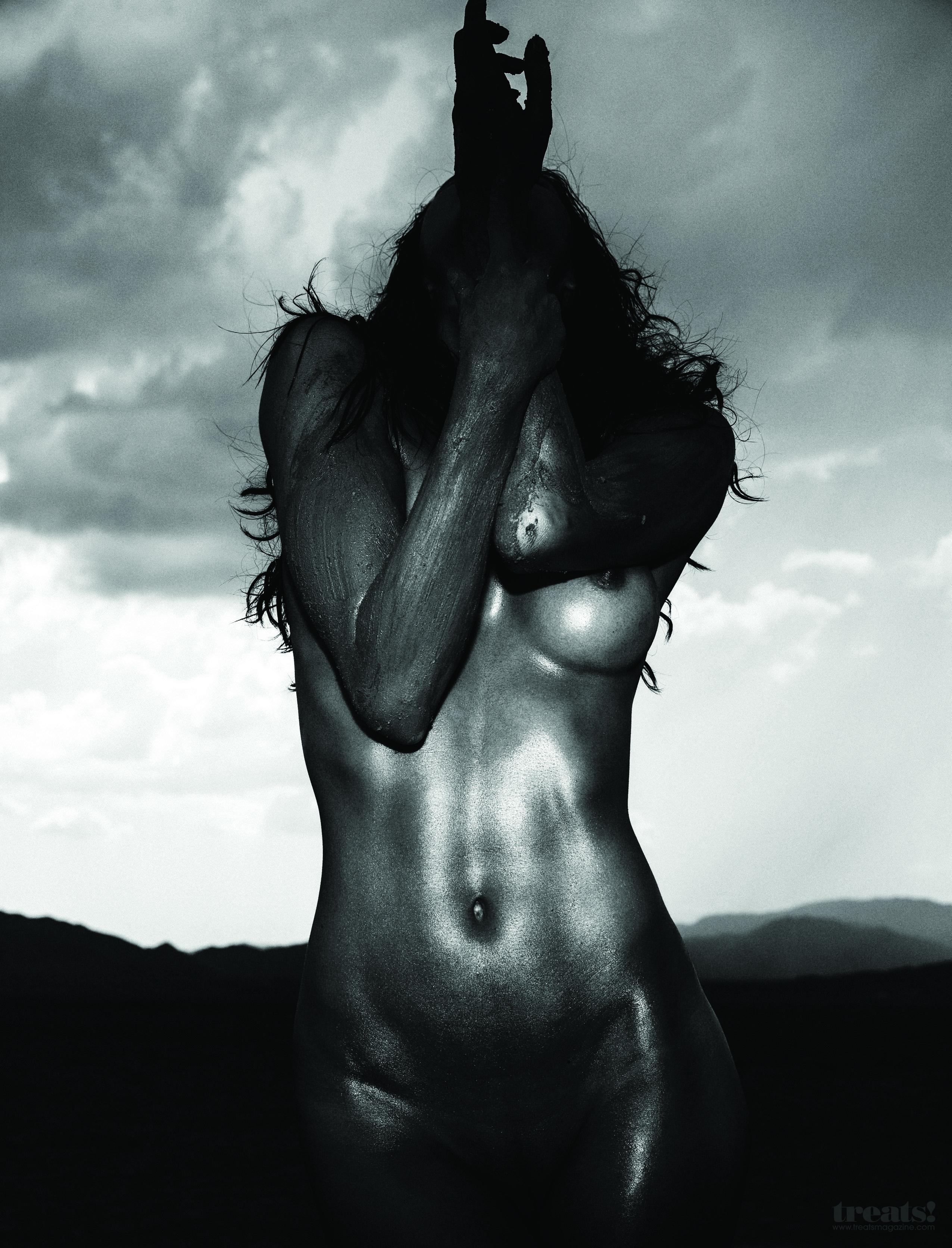 Amanda Pizziconi nude (4)