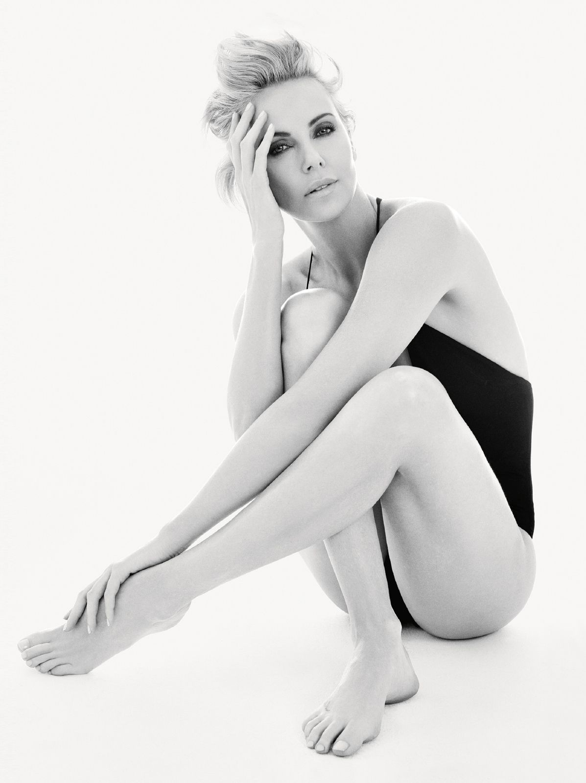 Charlize-Theron-Sexy-4