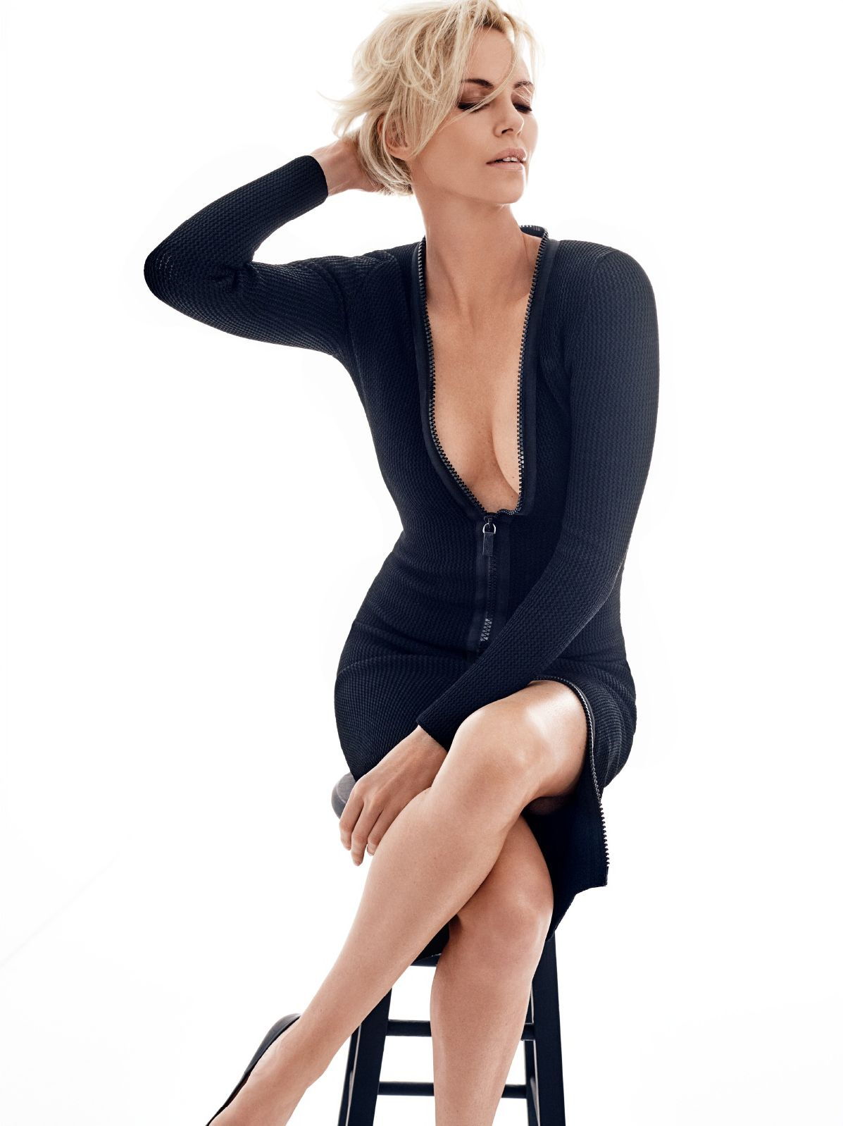 Charlize-Theron-Sexy-6