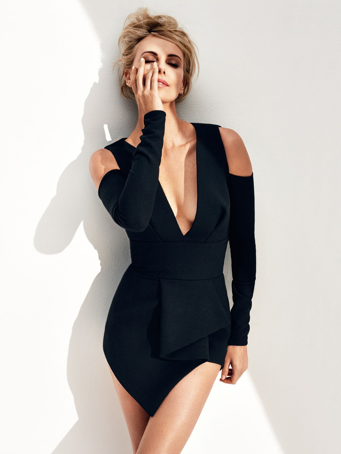 Charlize-Theron-Sexy-7