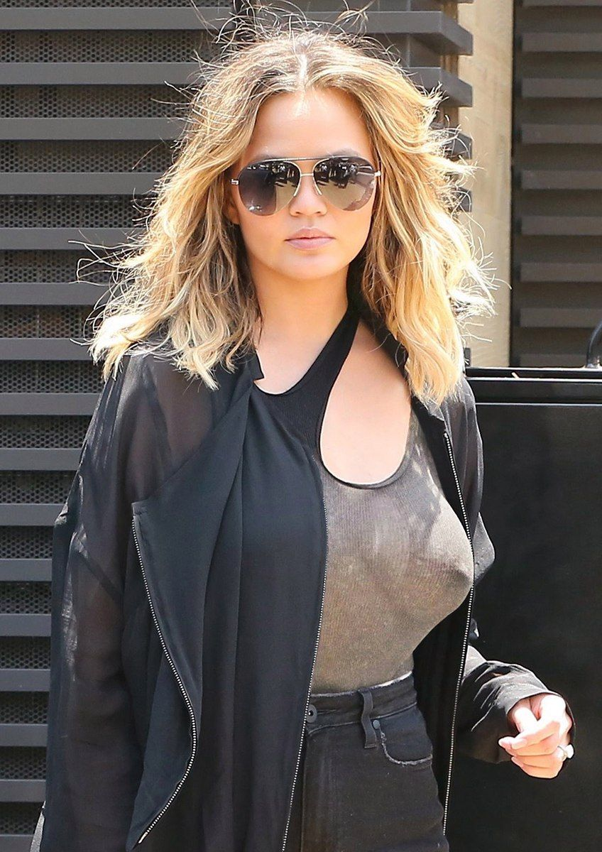 Chrissy-Teigen-Braless-7