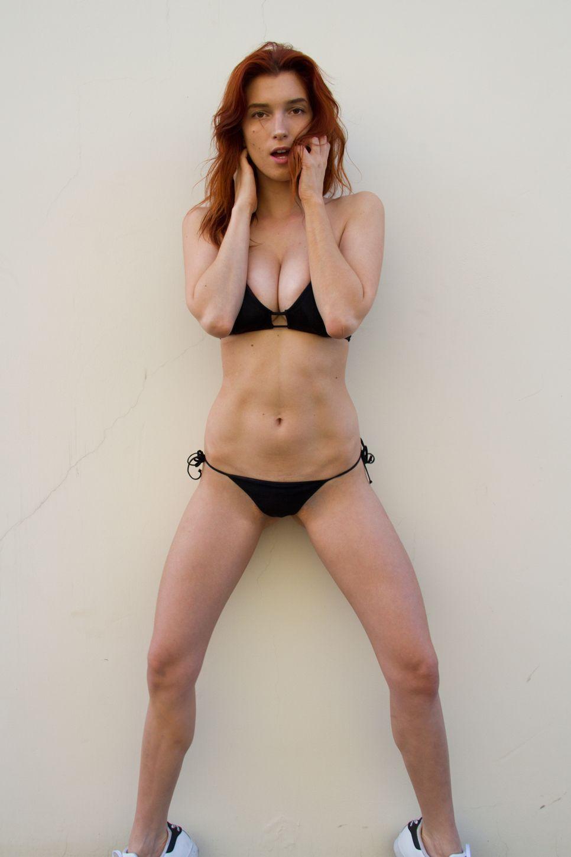 Dani-Thorne-Sexy-Photos-10