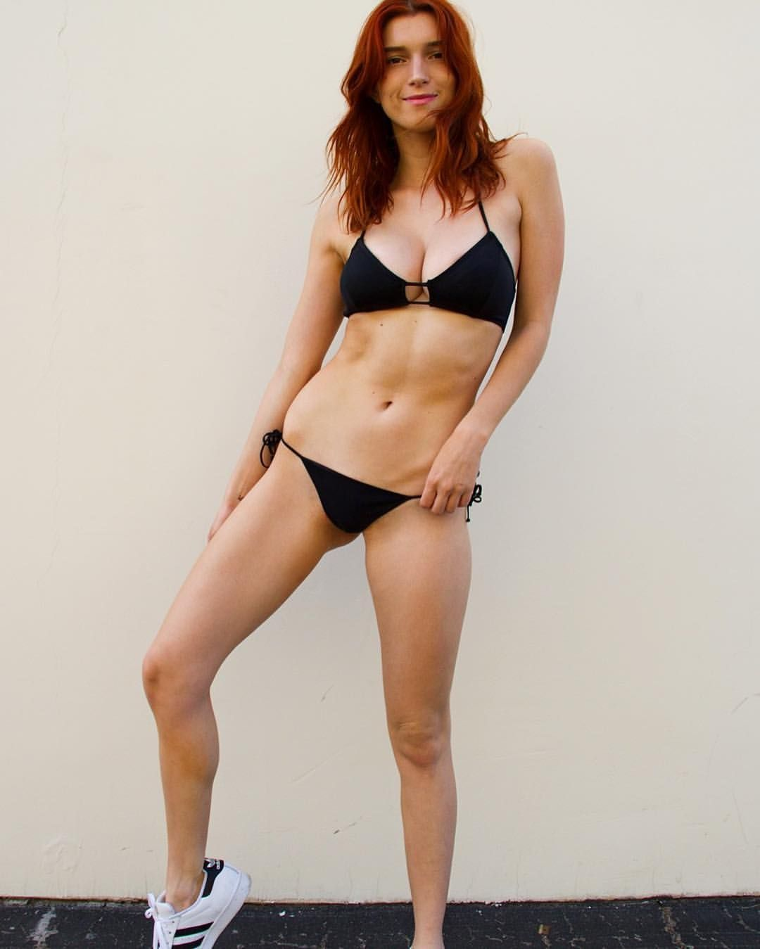 Dani-Thorne-Sexy-Photos-14