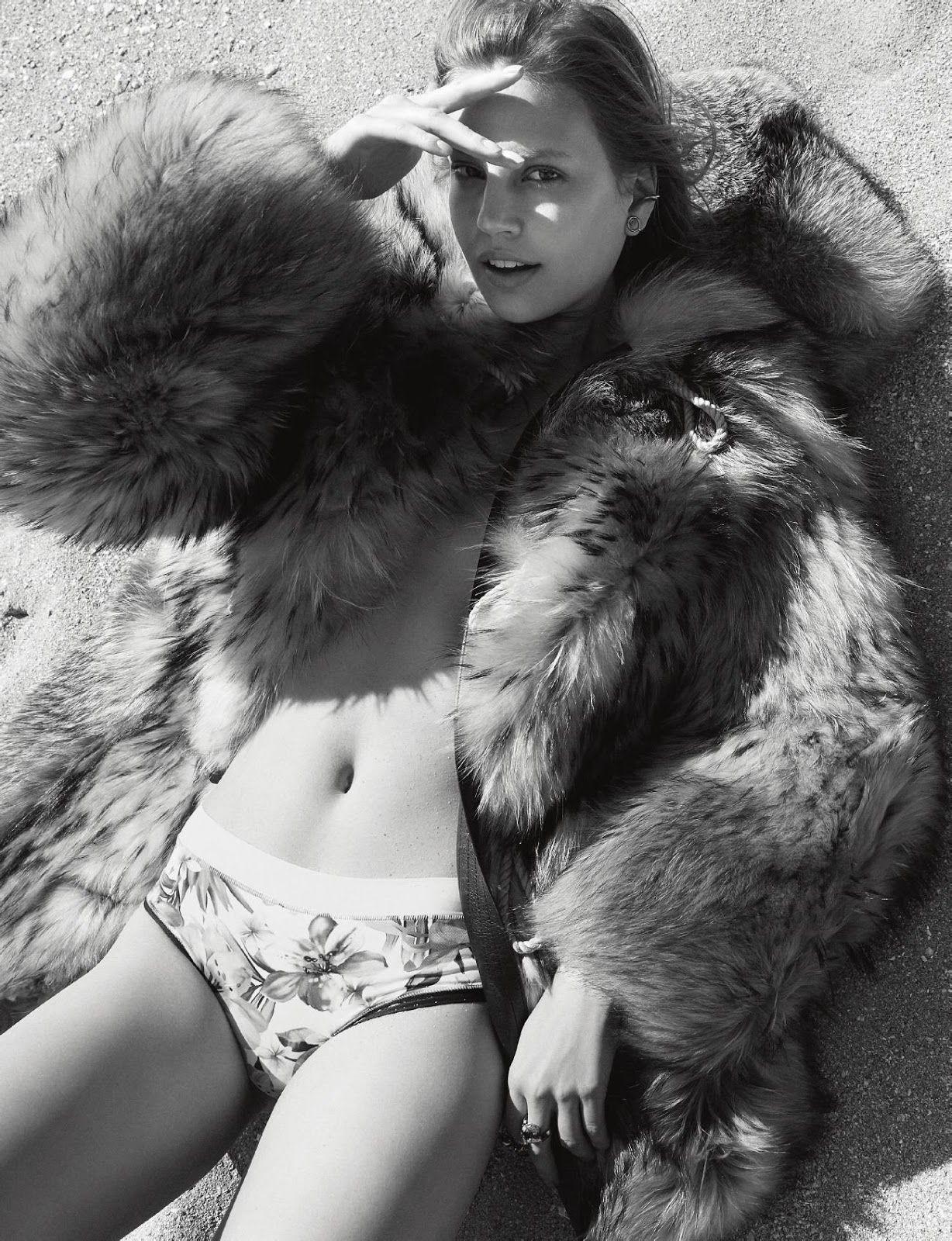 Elisabeth-Erm-Sexy-Topless-6