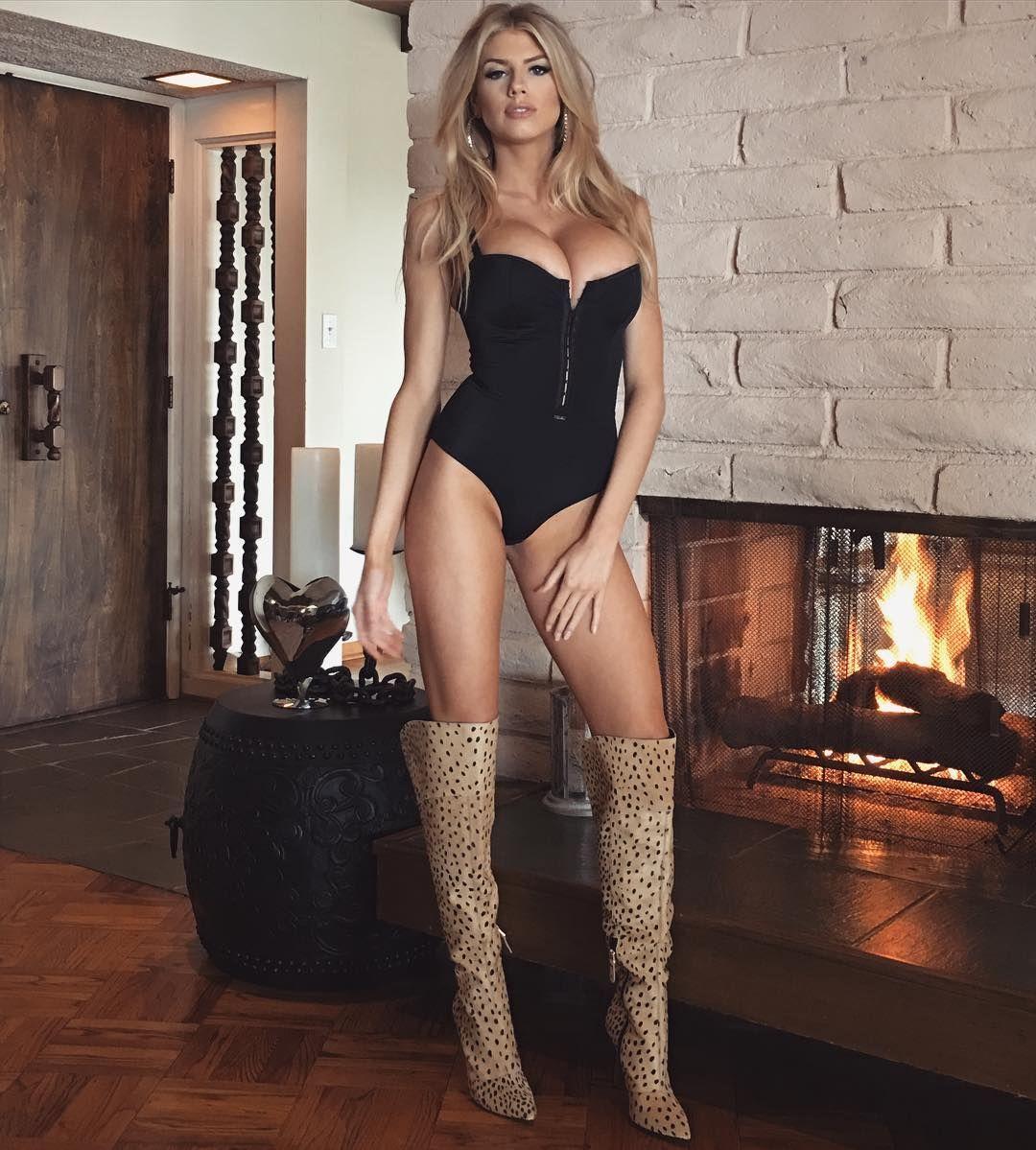 Charlotte-McKinney-Sexy-4-1 (1)
