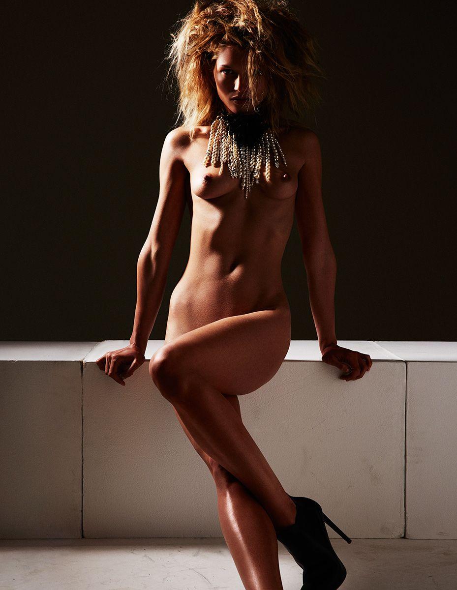 Hana-Jirickova-Topless-Sexy-12