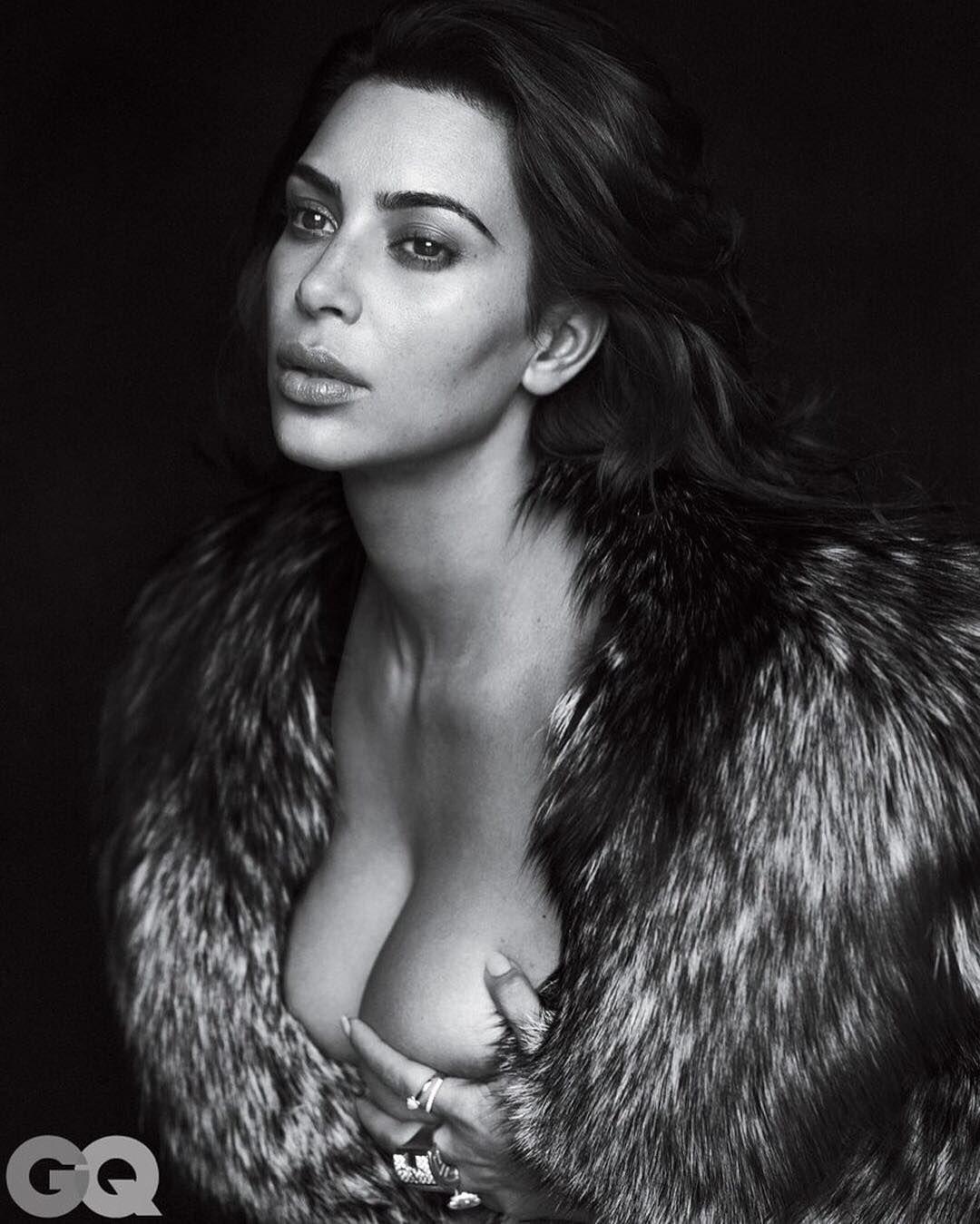 Kim-Kardashian-Nude-Sexy-2